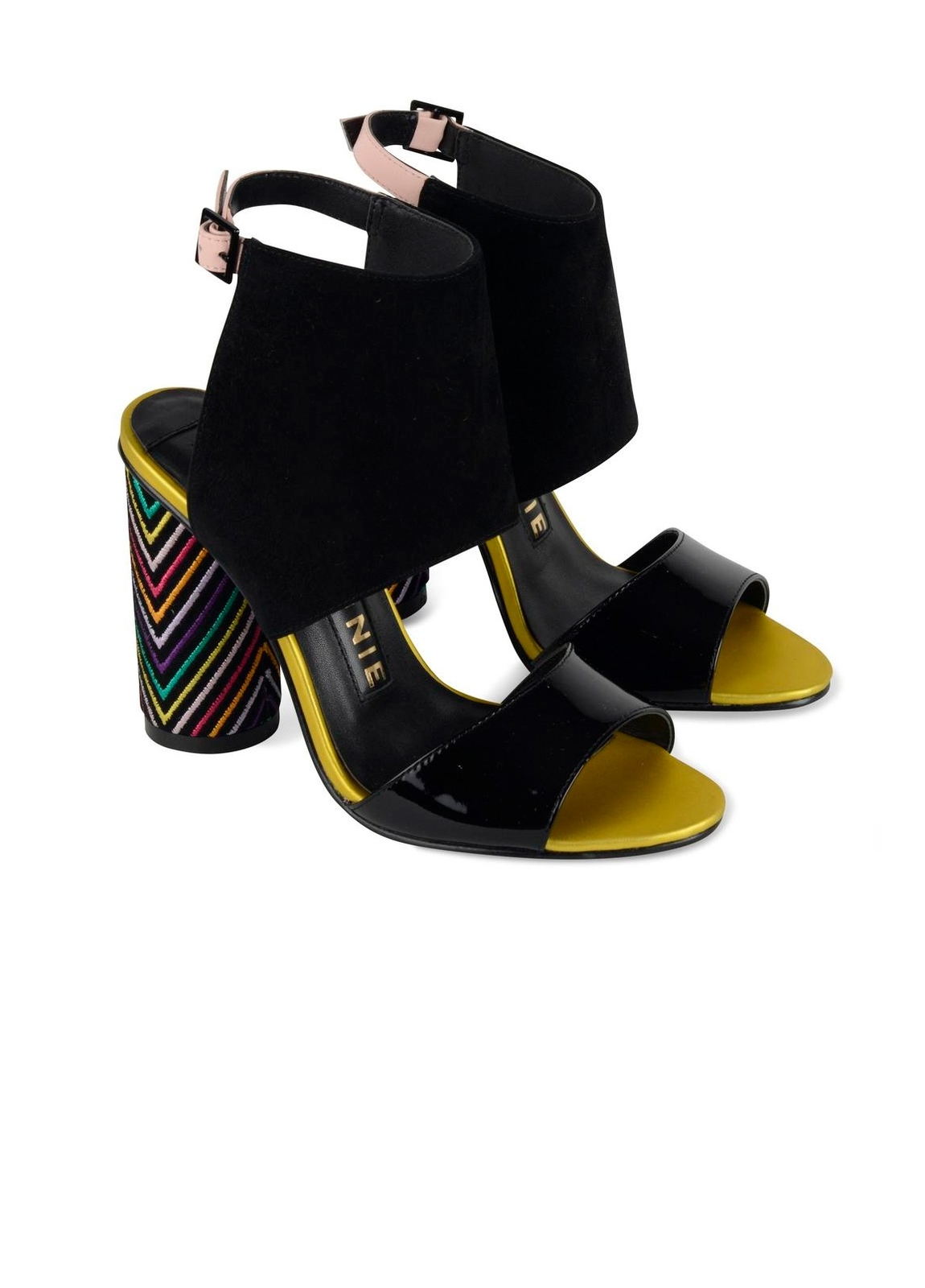 Sandalia semicerrada modelo ROSSANA con tacón alto cilíndrico y pulsera al tobillo color negro, ante y charol. - Ítem1