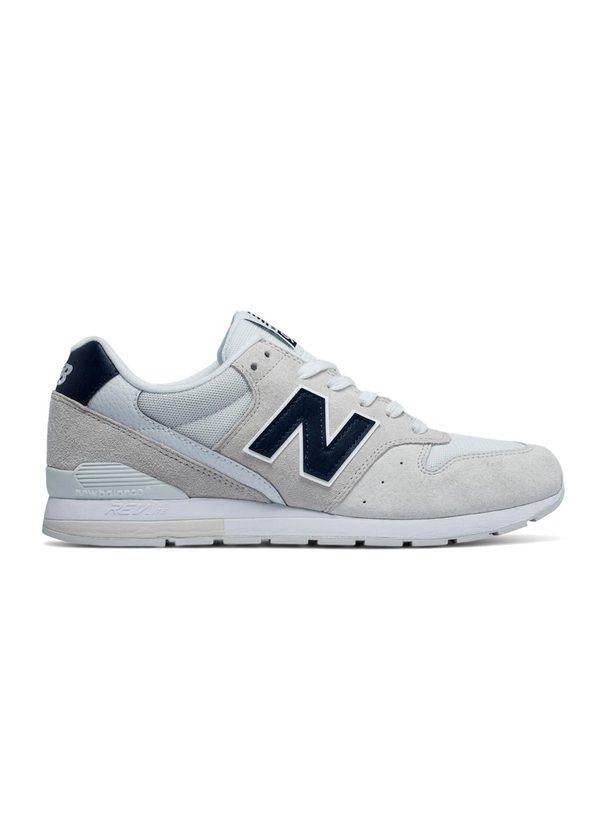Sneaker MRL996 color blanco con detalles azules, serraje, piel y malla.