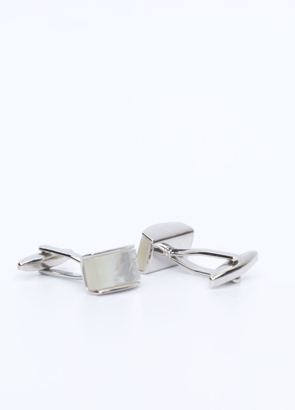 Gemelos de acero rectangulares con detalle piedra nacar, color plata.