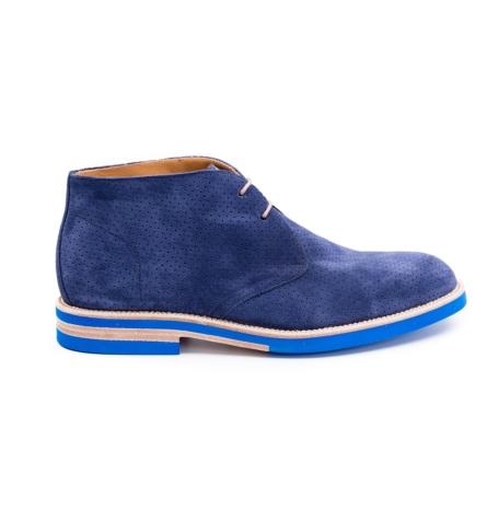 Botín Sport Wear, color azul piel perforada 100% serraje.