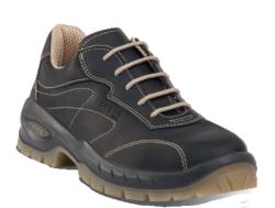 Zapato de seguridad fashion look. Para la fabricación de este zapato se ha utilizado una piel flor engrasada negra TOP LEATHER. Su interior están fabricado en tela transpirable. Dispone de una plantilla interior antiestática y transpirable LIGHT & SOFT