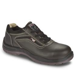 Zapatos de seguridad de estilo casual elegante en color marrón, libre de componentes metálicos. Una de sus principales características es su alta comodidad pero también destacamos su gran flexibilidad y ligereza