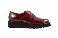 00deaf46 Zapatos de cordones en piel de color burdeos. Piso de goma. Cuña de 4