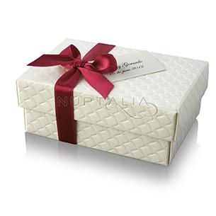 Cajita rectangular. Detalles de boda, obsequios invitados. Cajitas presentaciones envoltorios regalos relieve textura estampado.