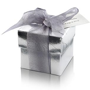 Cajita cuadrada. Detalles de boda, obsequios invitados. Cajitas presentaciones envoltorios regalos relieve textura estampado.