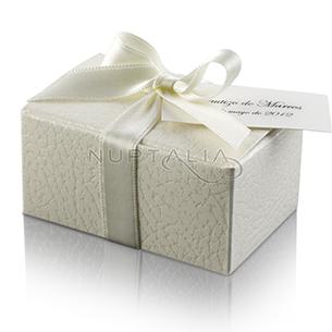 Cajita rectangular piel. Detalles de boda, obsequios invitados. Cajitas presentaciones envoltorios regalos relieve textura estampado.