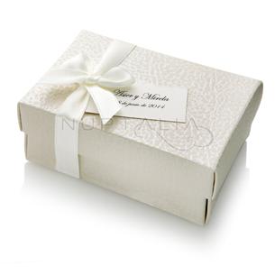 Cajita rectangular piel elegante detalles de boda obsequios invitados. Cajitas presentaciones envoltorios regalos relieve textura estampado