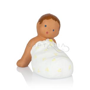 Figura pastel bebe de rodillas en terracota cake topper decoración comunión recordatorios