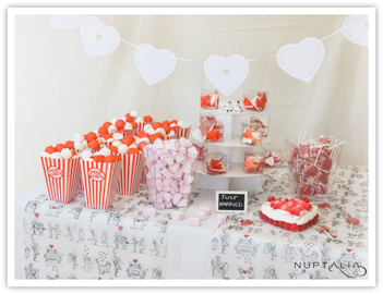 Mesa de chuches o candy bar Love para 25 pax