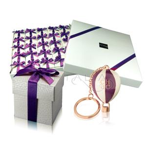 llaveros-CH-Carolina-Herrera-porta-tarjetas-detalle-boda-invitados-original-ideas-regalitos-bodas