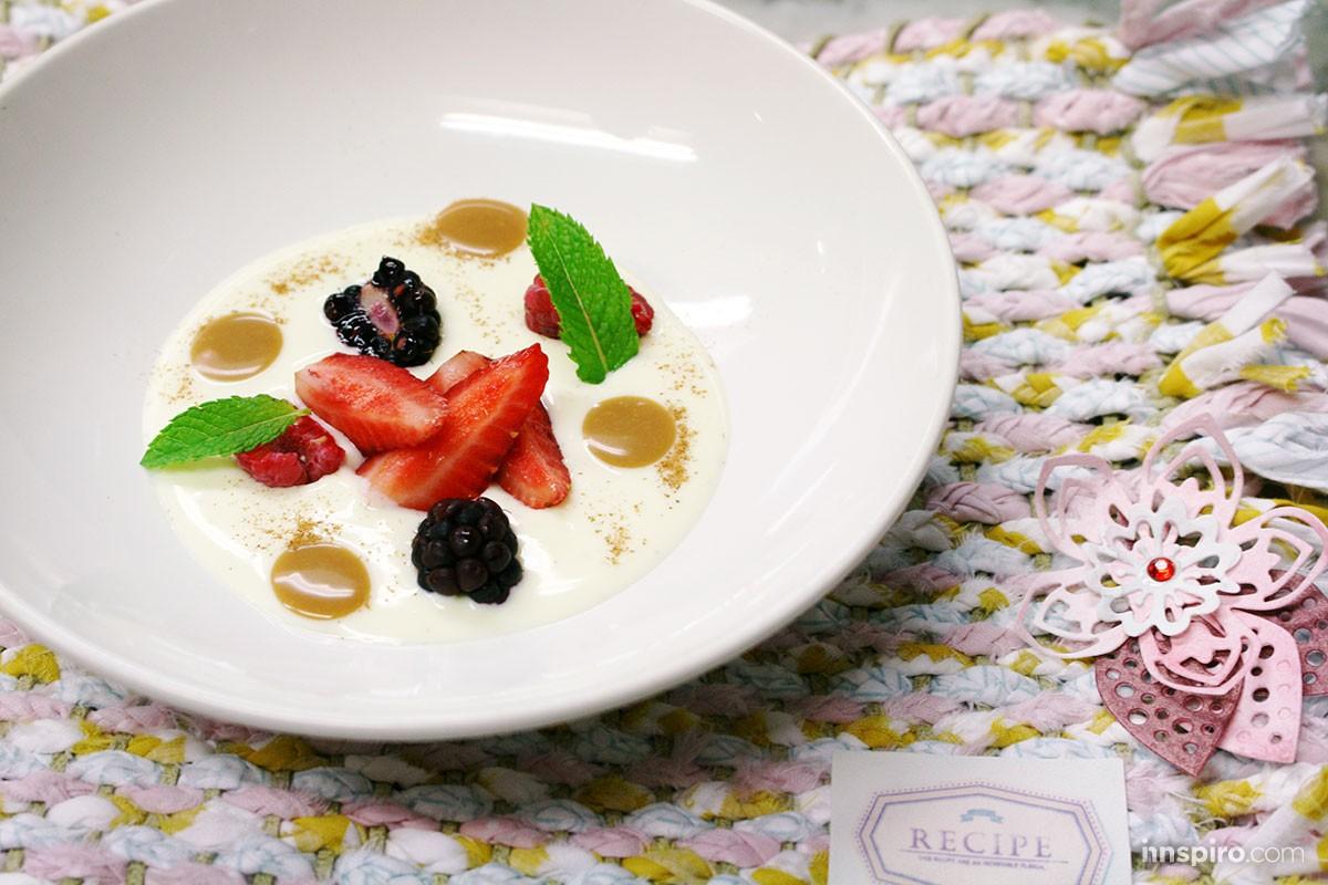 Crema fría de chocolate blanco y yogur, toffee de Baileys, frutos rojos y especias