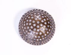 12921 A12921 Figura montaje metalica media bola con agujeros dorada envejecida Innspiro