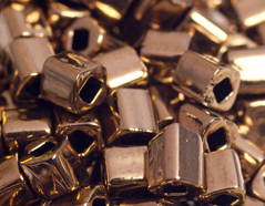 Z192221 192221 Cuentas japonesas cubo metalico oro viejo Toho