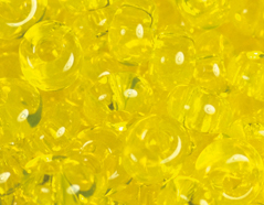 Z198012 198012 Cuentas japonesas magatama transparente amarillo Toho