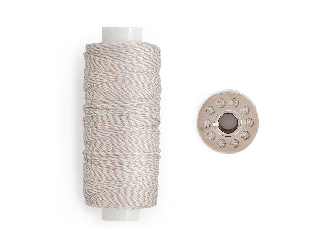 663030 Hilo twine gris con canilla We R Memory Keepers