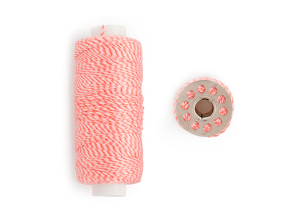 663032 Hilo twine rojo con canilla We R Memory Keepers