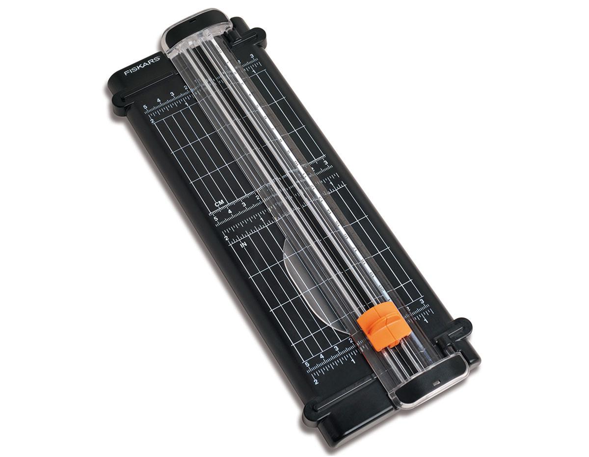F5456 Cizalla SURECUT reciclada para papel A5 Fiskars