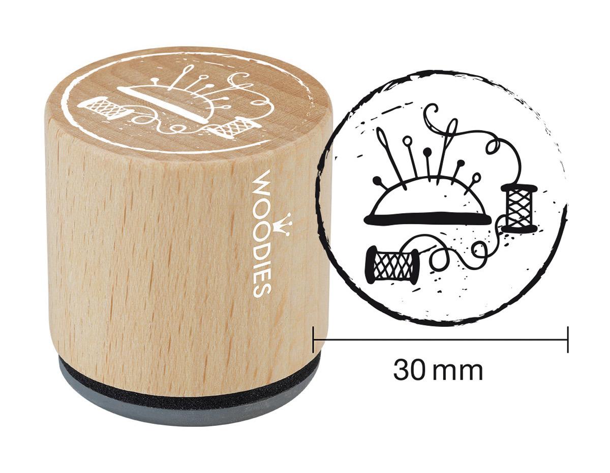 W26006 Sello de madera y caucho alfiletero diam 33x30mm Woodies