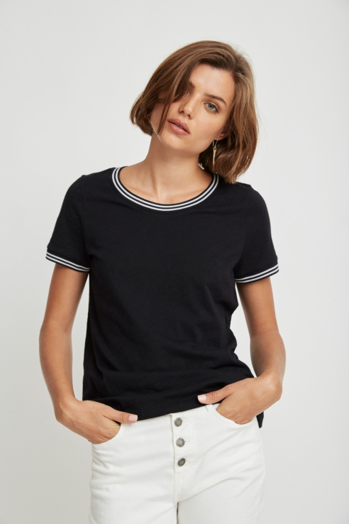 t-shirt with ribbed details