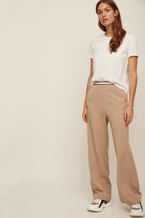 elastic waistband baggy trousers