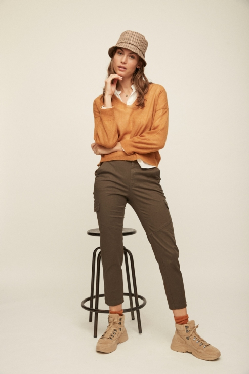 khaki cargo pockets trousers