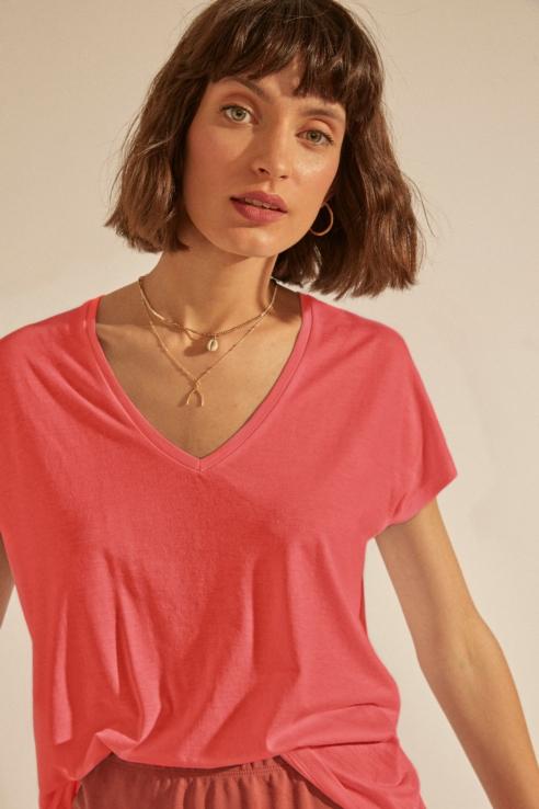 camiseta coral escote pico