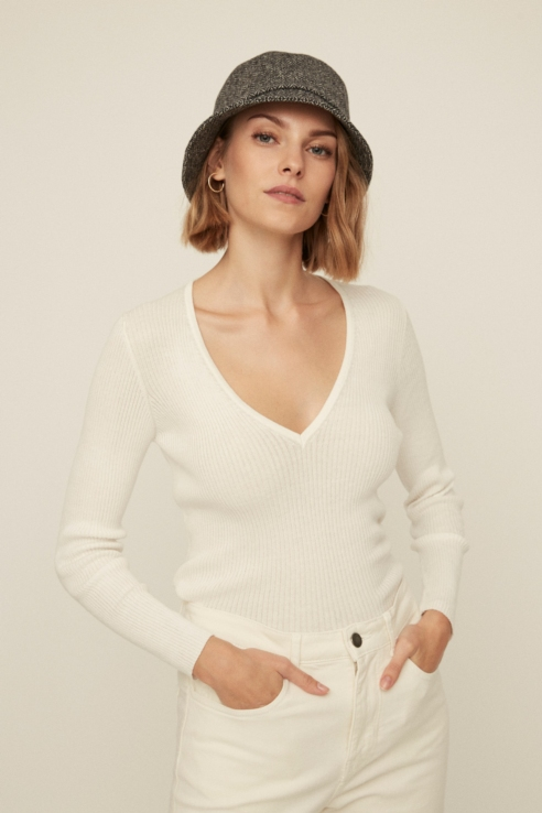 canale off white v-neck pullover