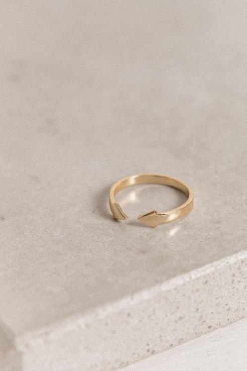 anillo abierto doble flecha