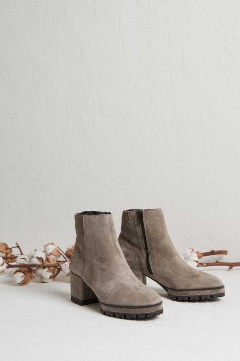botín ante gris