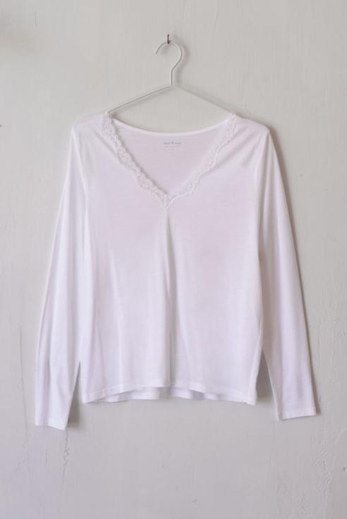 camiseta escote pico blonda