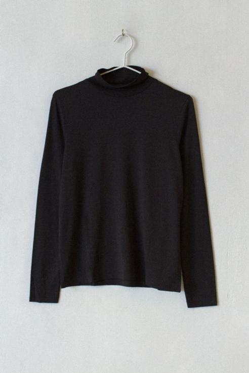 turtle neck black t-shirt