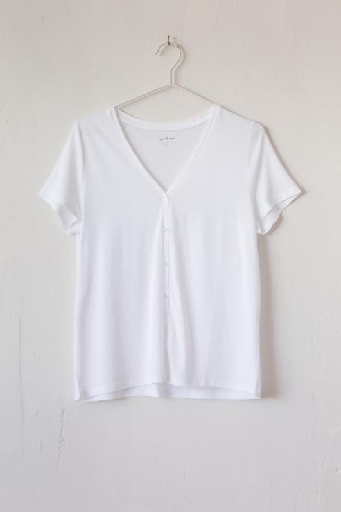 camiseta pico con botones