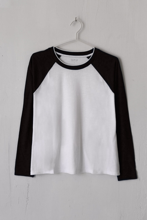 piping neck t-shirt