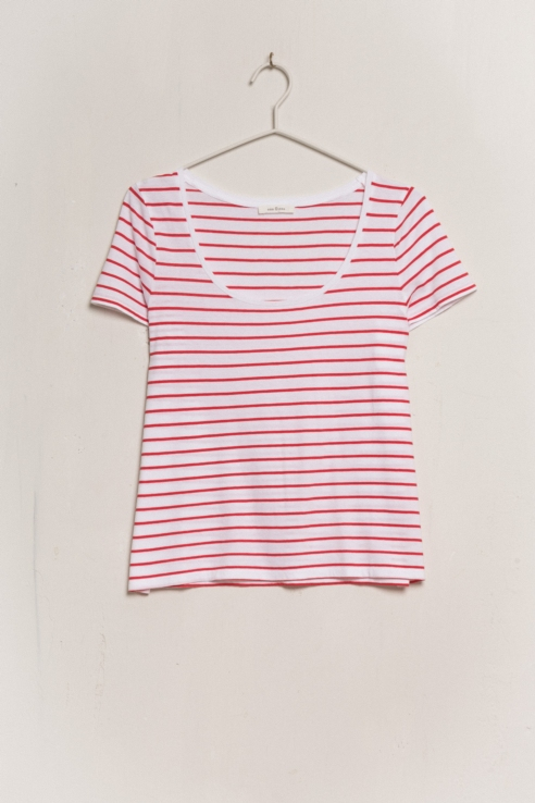 white red striped t-shirt