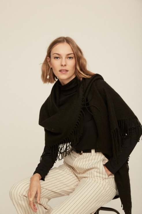 bufanda triangular negro