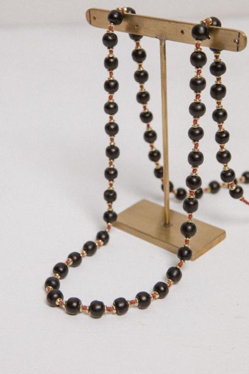 collar bolas hueso negro