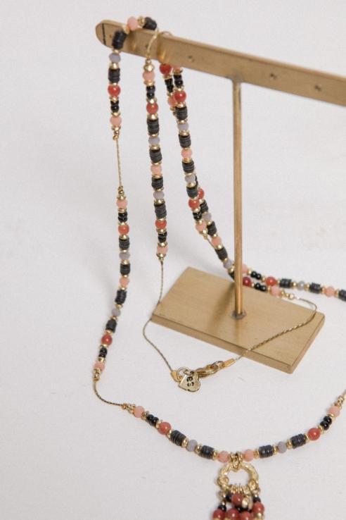 collar largo multicolor hilo dorado