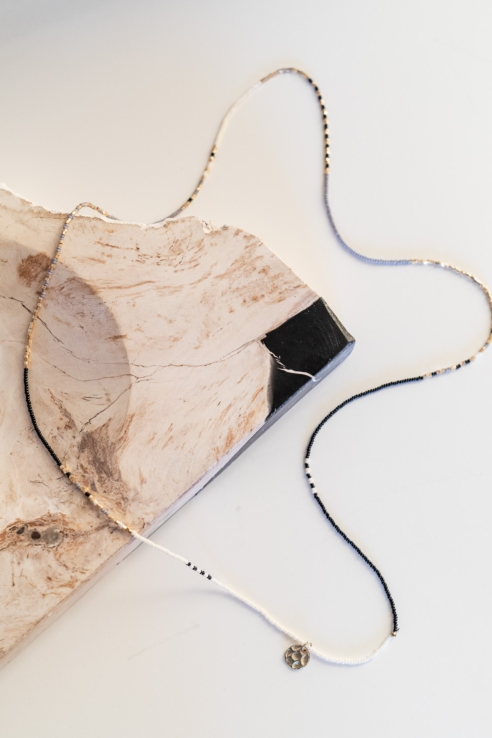 collar largo con fleco central