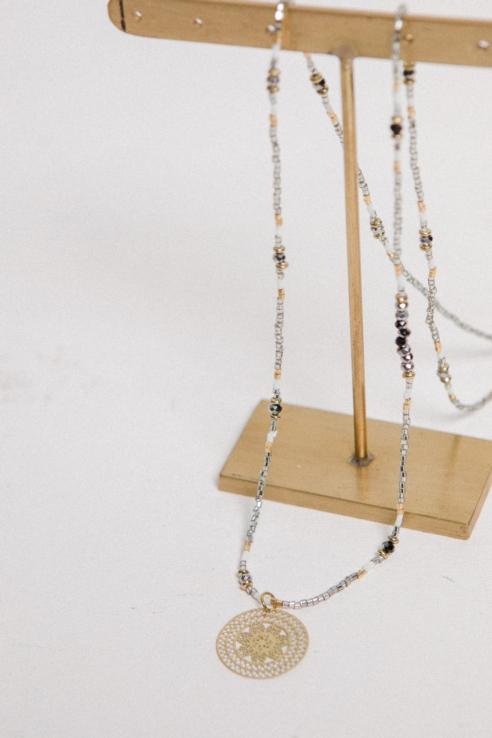 collar roseta dorada