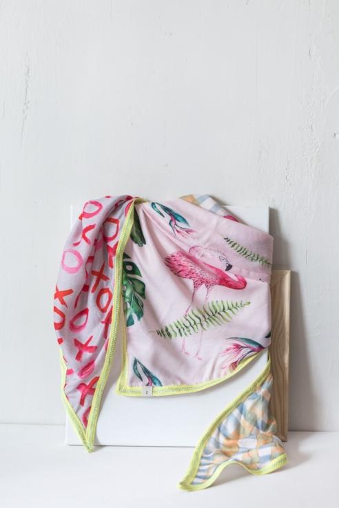 pañuelo diseño tropical