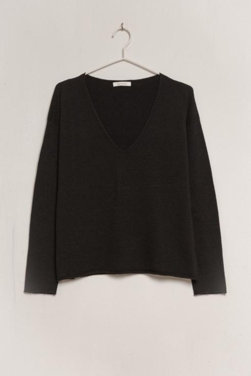 jersey negro escote pico