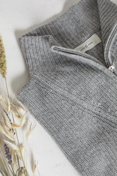 jersey gris cuello chimenea