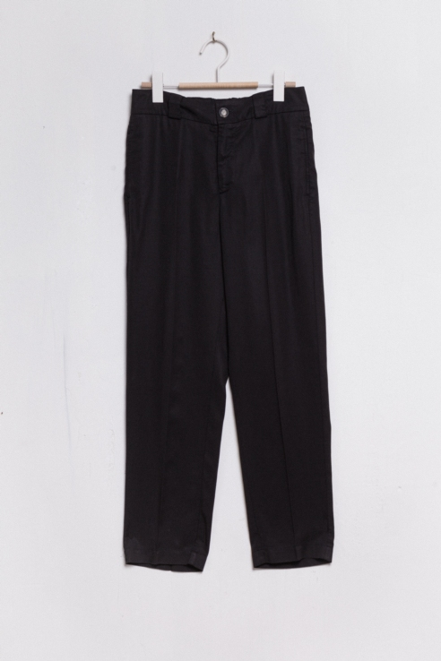 black flowy trousers with pleats