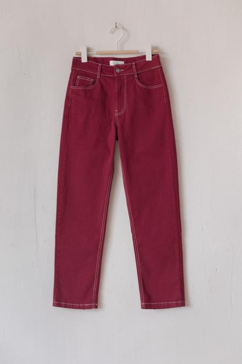 pantalón denim rojo