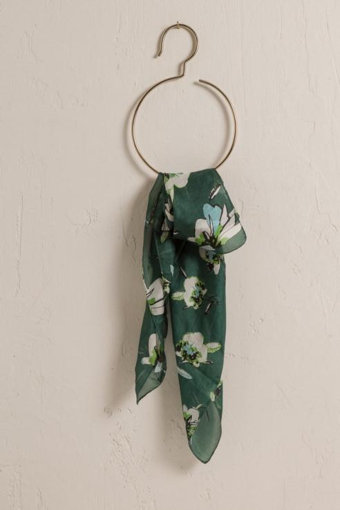 pañuelo seda estampado gardenias