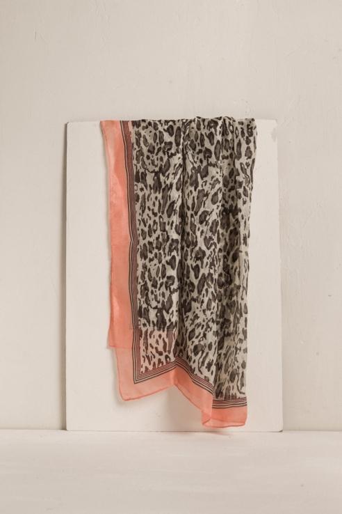 foulard soie à imprimé léopard