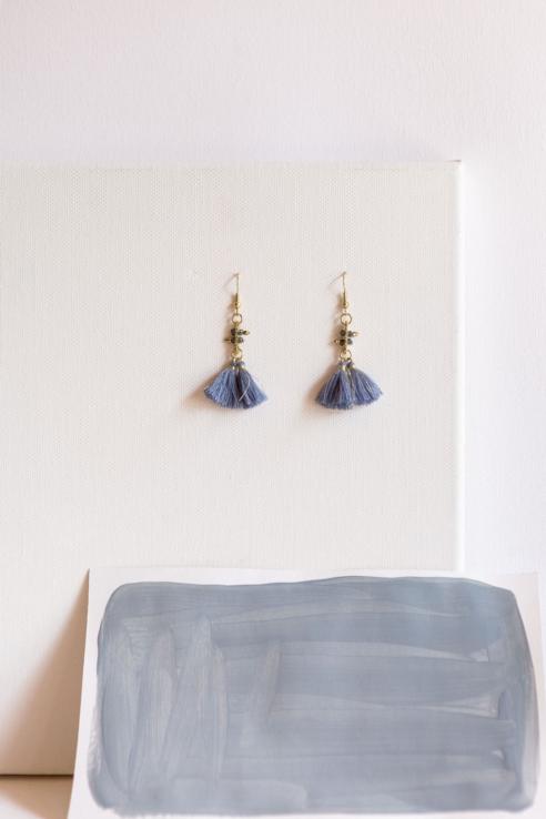 pendientes borla azul
