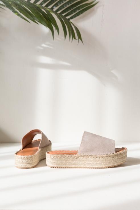sandalia con plataforma rafia