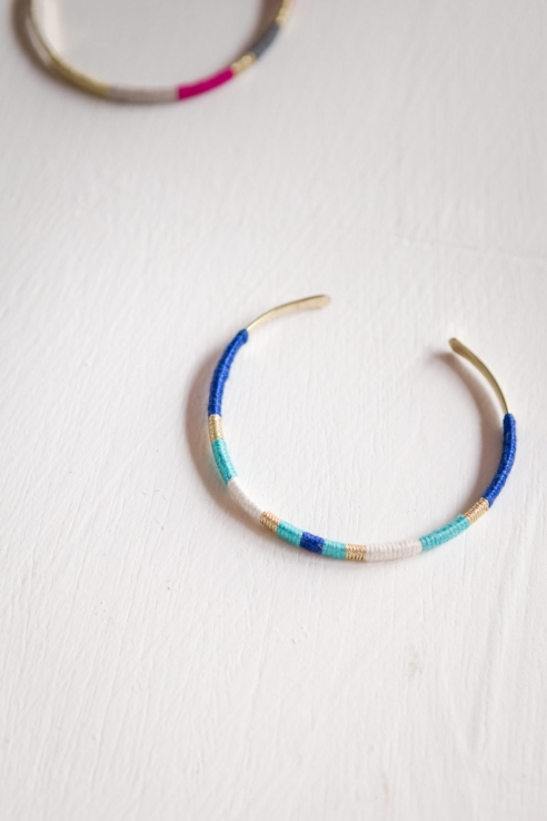 pulsera metal hilo azul