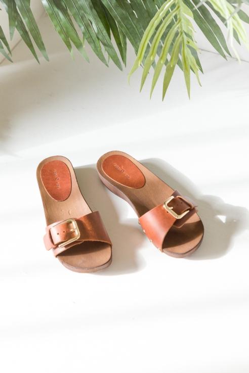sandalia cuero hebilla